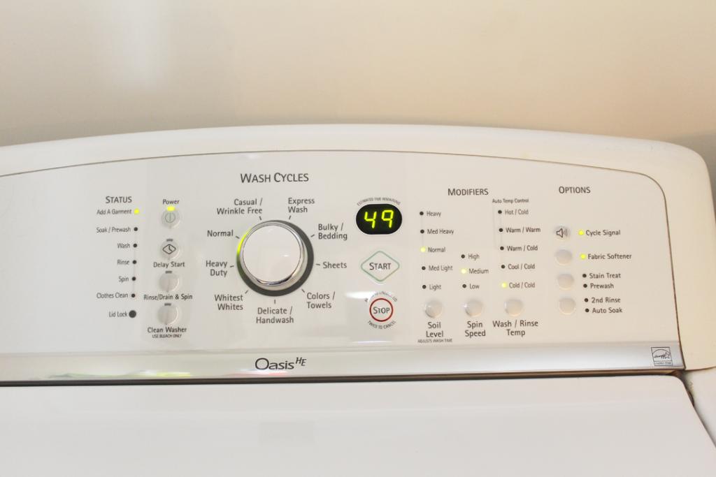 Laveuse avec boutons pour le lavage à l'eau froide.